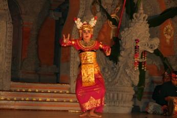 バリ舞踊の演者(女性)