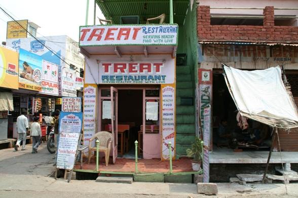 タージマハル周辺の食堂