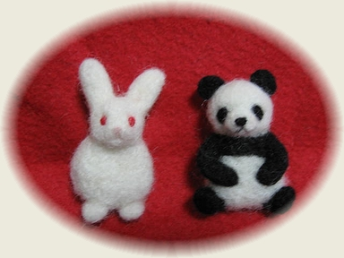 ウサギのブローチ、パンダのブローチ