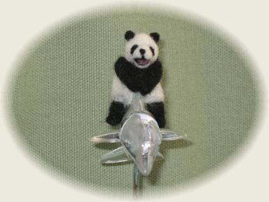 羊毛フェルト☆イルカに乗ったパンダ