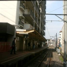 マンションの1階が駅だよ