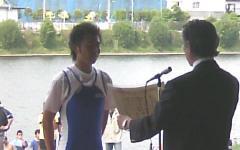 表彰を受ける青地選手