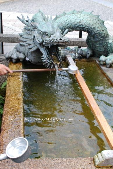 梟の手水鉢