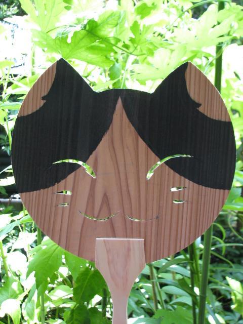 杉の板で出来た猫です