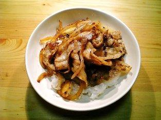 豚ばらポン酢ガーリック焼き丼001