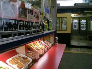 JR千葉駅ホーム万葉軒にてやきはま弁当002