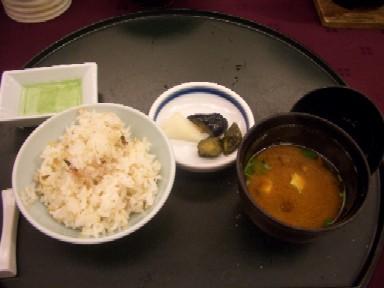 b紫蘇の実茗荷混ぜご飯と赤出汁