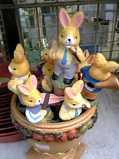 ウサギなのにぎゅ~ぎゅ~(寒)