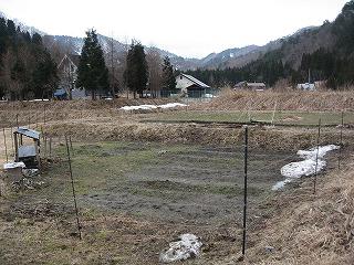 雪の消えた畑