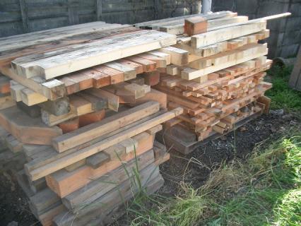 材木の廃材がいっぱい