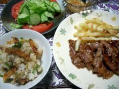 ネギ飯と豚のしょうが焼きポテトのチーズ焼き添え、グリーンサラダ