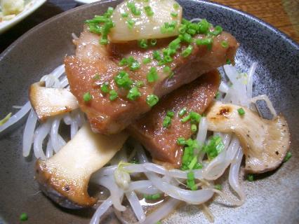豚ロースのニンニク醤油煮込み