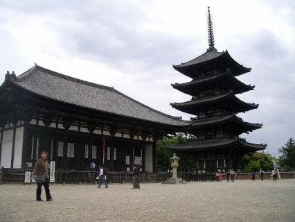 興福寺の東金堂と五重塔のツーショット