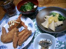筍と小松菜の酢味噌がけ・ジャコと胡桃の胡麻和え・鶏手羽のから揚げなど・麩とワカメの澄まし汁