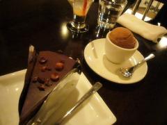 チョコレートケーキとチョコアイス
