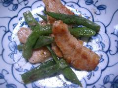 インゲンと豚トロの炒め物