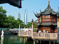 上海にて・・・高層ビル&伝統的建設物