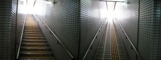 R地下道(階段出口,スロープ出口)