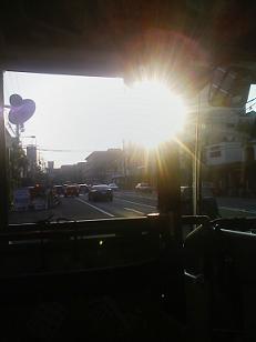 眩しい太陽…バスの中