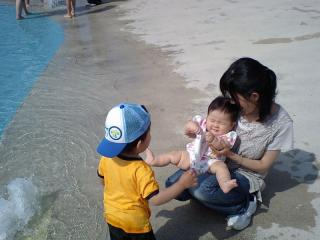初めての水遊び