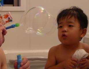 お風呂でシャボン玉2