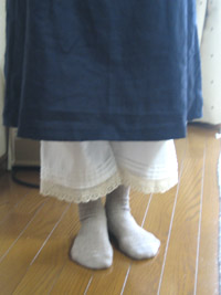 紺色ワンピとペチパンツ2