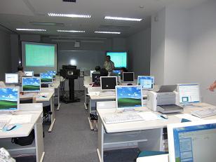 教室  3