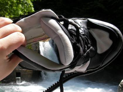 靴底が完全に剥がれてしまった