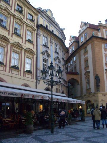 広場のカフェ