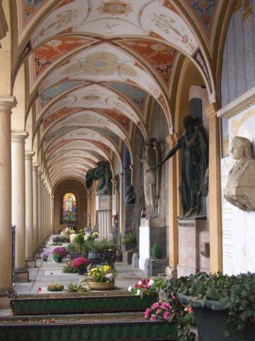 墓地の回廊