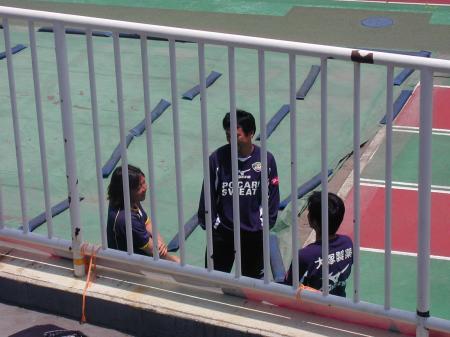 熊林選手が徳島の選手とお話し中