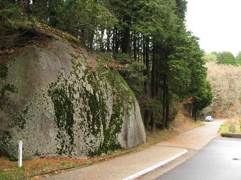 大湫の二つ岩・母衣岩