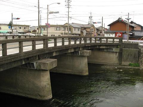 杭瀬川と赤坂大橋