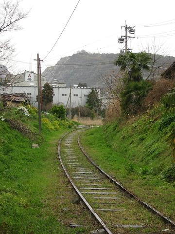西濃鉄道昼飯線廃線跡と金生山