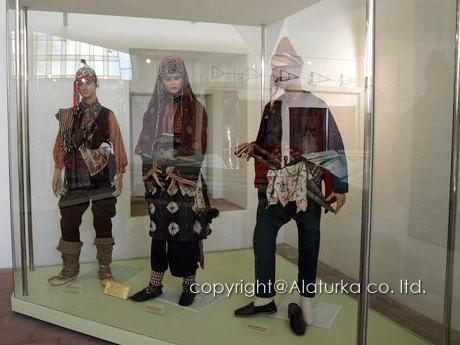 ブルサ 民族衣装1