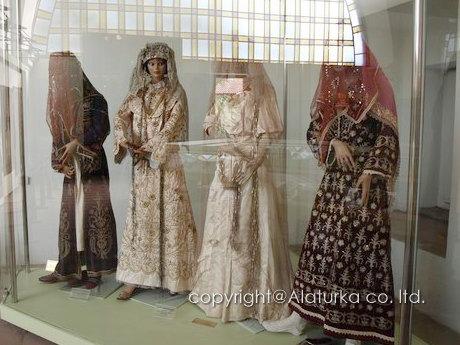 ブルサ 民族衣装2