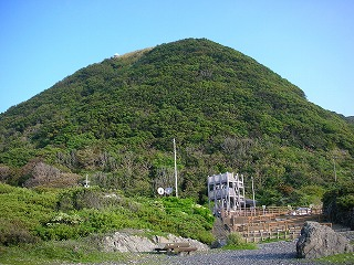 室戸岬の灯台がある山
