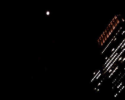 丸の内の月