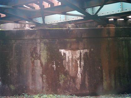 井の頭線の壁