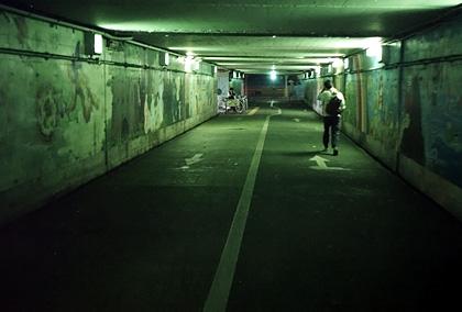 絵画のある地下通路