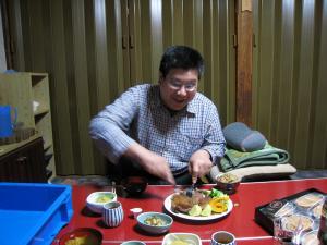 小野寺 一博先輩、ステーキ食べる、
