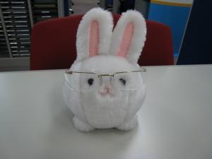 殿さまウサギ、シルエット眼鏡、
