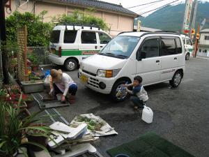 カメラ屋のガク君、洗車1