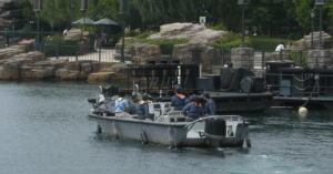 USJで不振なボートを発見