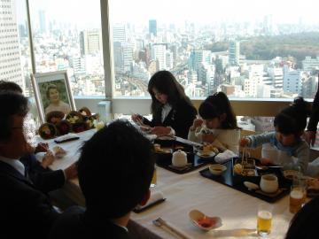 20080315食事会でがっつく子供たち
