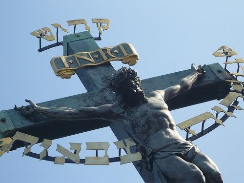 カレル橋ブロンズのキリスト像