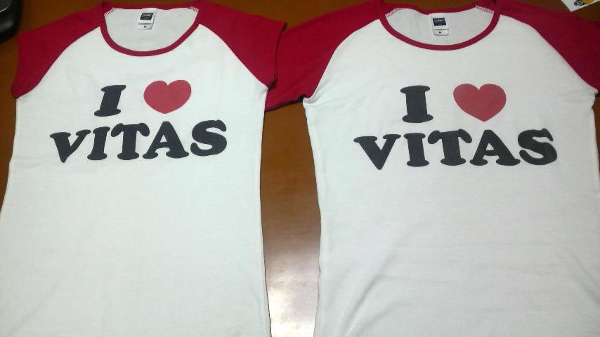 左:リブカップスリーブTシャツ(ホワイト×レッド) 右:3/4リブラグランTシャツ(ホワイト×レッド)