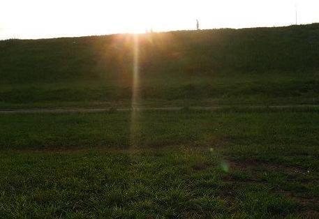 土手から見える朝日