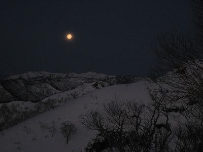 テント場で月