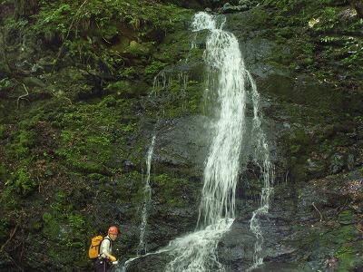 岩穴沢対岸の滝